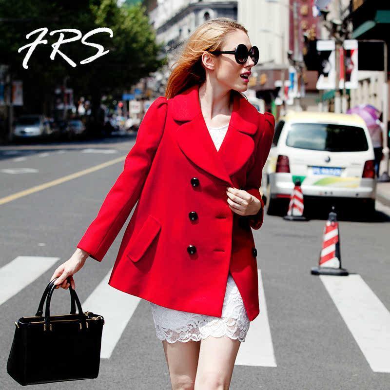女生红色夹克搭配
