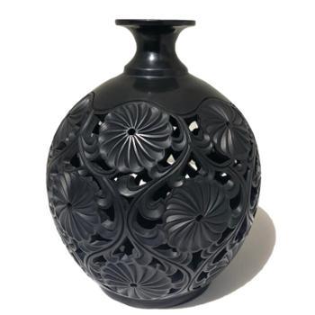 勃利黑陶繁花似锦球瓶
